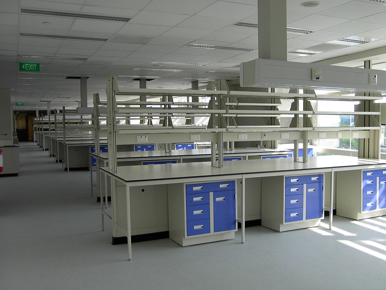 Used Science Laboratory Workbench